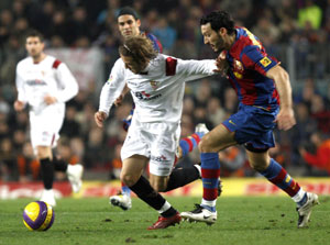 Sevilla FC: Zambrotta, que será baja, presiona a Capel en presencia de Rafa Márquez, quien podría perderse el partido del sábado