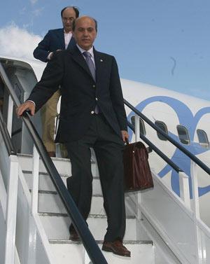 Sevilla FC: Del Nido recibió ayer un ofrecimiento para hacer una gira por Sudáfrica y Dubai
