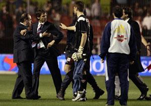 Sevilla De Sanctis separa a Ziganda de la bronca del final del partido