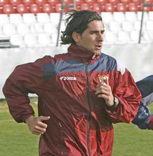 Sevilla FC: Escudé durante un entrenamiento esta temporada