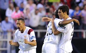 Sevilla FC: Fazio celebra junto a Mosquera y Adriano la victoria ante el Villarreal
