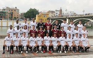La plantilla del Sevilla F.C. en la foto oficial para la campaña 07/08