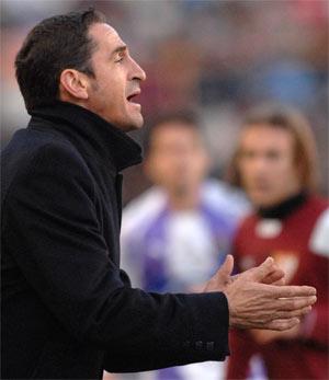 Sevilla FC: Jiménez, en un lance del partido con Diego Capel al fondo