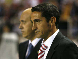Sevilla FC: Jimenez antes de un partido, junto a Del Nido
