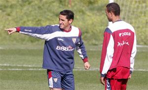 Sevilla FC: Jiménez da instrucciones a Luis Fabiano
