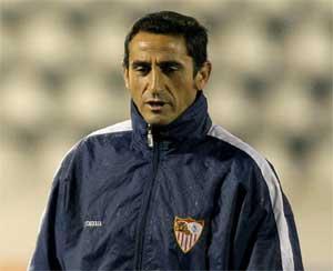 Sevilla FC: Jiménez achaca al mal estado del césped la suplencia de Capel