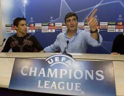 Sevilla FC: Juande y Jesús Navas, en la rueda de prensa de esta mañana