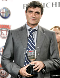 Juande Ramos con el trofeo del premio Miguel Muñoz