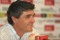 Sevilla FC: Juande hace oídos sordos a las críticas