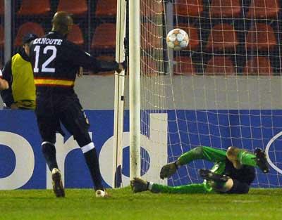 Sevilla FC: Momento en que Kanouté anota el segundo gol sevillista
