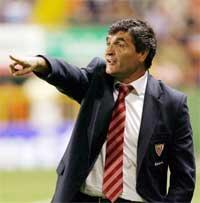 Sevilla FC: Juande, en un momento del partido