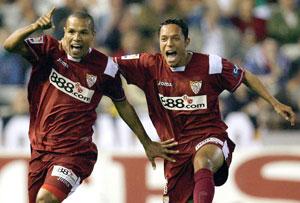 Sevilla FC: Luis Fabiano y Adriano celebran el primer gol del partido