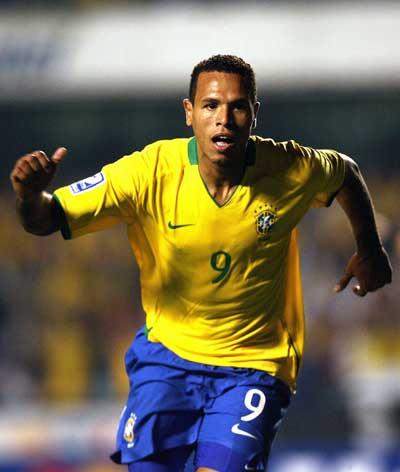 Sevilla FC: Luis Fabiano también golea con Brasil