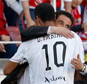 Sevilla FC: Luis Fabiano se abraza a Jiménez