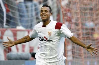 Sevilla FC: Luis Fabiano, protagonista del partido con sus dos goles