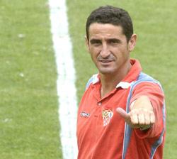 Sevilla FC: Manolo Jiménez, durante un entrenamiento pasado