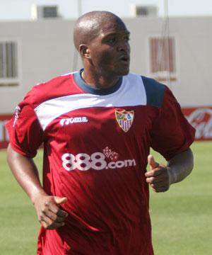 Sevilla FC: El central colombiano del Sevilla, Aquivaldo Mosquera