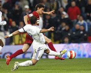 Sevilla FC: Jesús Navas trata de irse de Marcelo durante el partido
