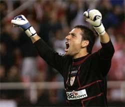 Sevilla FC: Palop celebra un tanto del Sevilla en Champions