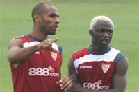 Kanoute y Kone entrenando en la ciudad deportiva del Sevilla