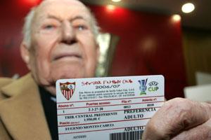 Sevilla FC: Eugenio Montes, en una imagen en 2006