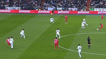 Sevilla FC: En esta toma parece que Negredo se encuentra en línea antes de batir a Casillas