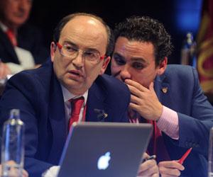 José María del Nido Carrasco da indicaciones a José Castro