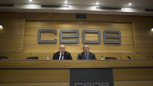 El presidente de la CEOE Joan Rosell y José Luis Bonet en rueda de prensa