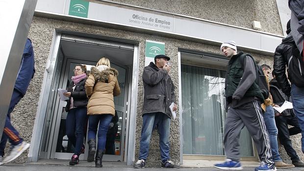 El gobierno prorroga hasta agosto la ayuda de 450 euros for Oficina de desempleo malaga