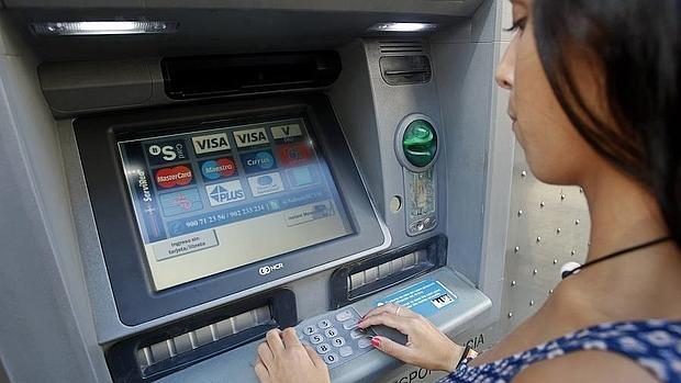 Consumo c mo recuperar el dinero que se traga el cajero for Cajeros automaticos banco santander