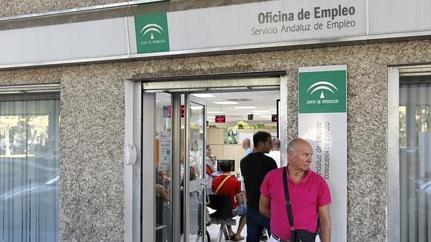 El congreso pide recuperar los 52 a os como edad m nima for Oficina de desempleo malaga