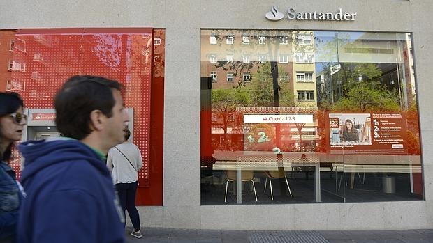 La mitad de las oficinas bancarias desaparecer n en diez for Oficinas santander malaga