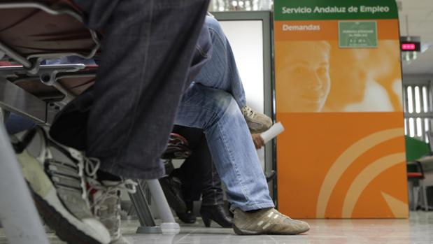 La brecha de una espa a a dos velocidades se agiganta for Oficina de desempleo malaga
