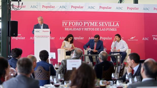 El director de ABC de Sevilla, Álvaro Ybarra, durante su intervención en el Foro