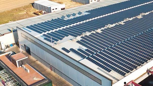 Cubierta solar fotovoltaica de una nave en Utrera, un proyecto en el que trabaja Mondisa