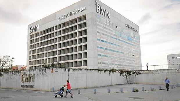 Inquietud entre los banqueros por la fusi n entre bankia y bmn for Bmn caja granada oficinas