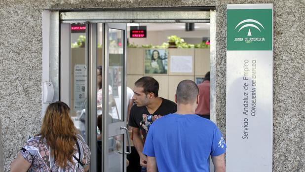 El paro sube en octubre en personas en andaluc a for Oficina de empleo cadiz