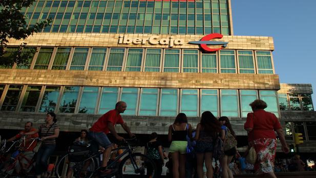 Ibercaja estudiar quedarse con bmn si saliera al mercado for Oficinas de bankia en granada