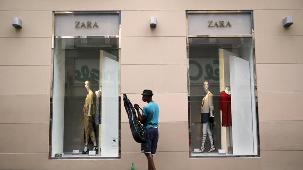 Inditex responde a los verdes y asegura que ha pagado en - Zara malaga centro ...
