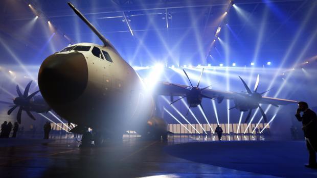 Airbus A400M Atlas  ( avión de transporte militar de largo alcance y avión cisterna propulsado por cuatro motores turbohélice consorcio ) - Página 8 AVION-kSQ--620x349@abc