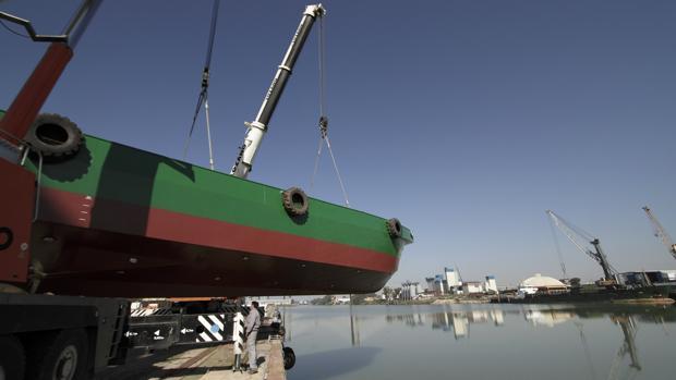 Un barco en los astilleros de Sevilla