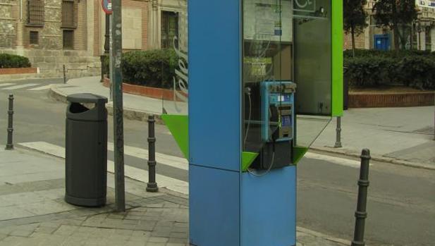 Telef nica tendr que gestionar las cabinas al menos un for Guia telefonica malaga