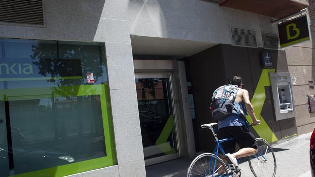 Bankia lanza una hipoteca sin comisiones en plena crisis for Oficinas de bankia en granada