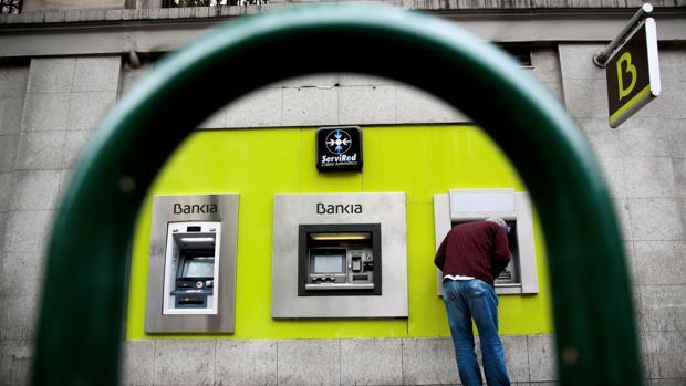 Bankia devolver las cl usulas suelo a clientes con for Oficinas de bankia en granada