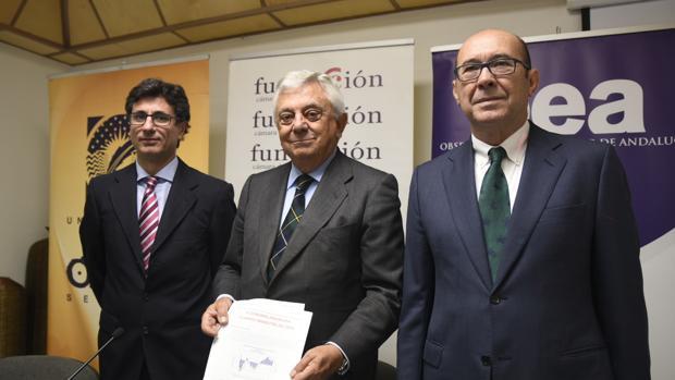 Manuel Alejandro Hidalgo, Francisco Herrero y Francisco Ferraro, en la presentación del informe