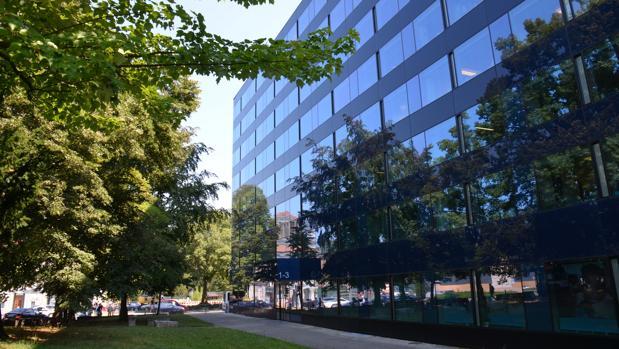 Bbva vende una cartera de 14 edificios de oficinas y for Bbva sevilla oficinas