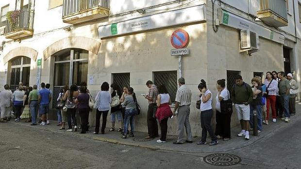 La cifra de parados en andaluc a baja en personas en for Oficina sae cordoba