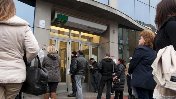 Los hogares con todos sus miembros en paro suben en for Oficina de desempleo malaga