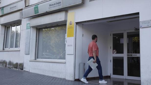 El paro baja en personas en andaluc a en abril - Oficina empleo granada ...