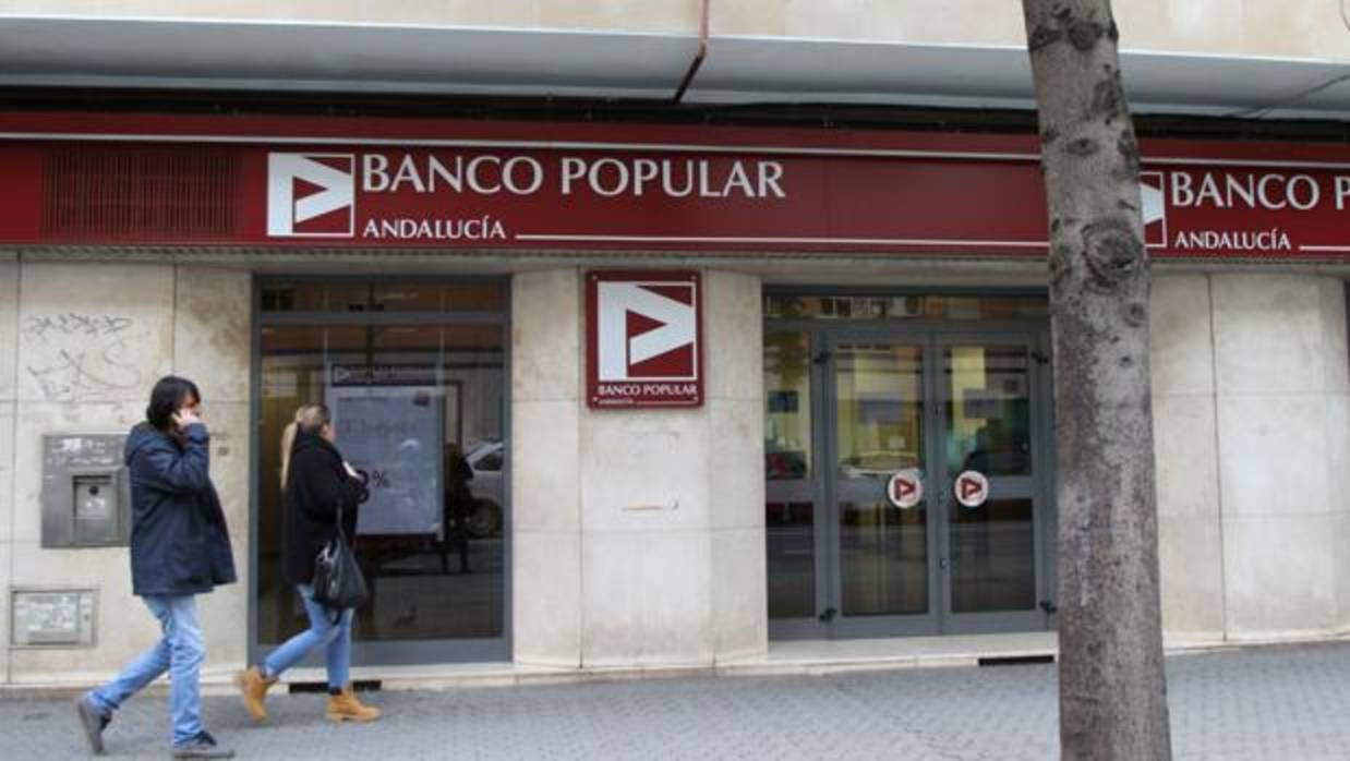 El banco santander y el popular suman casi 800 oficinas en for Banco popular e oficinas
